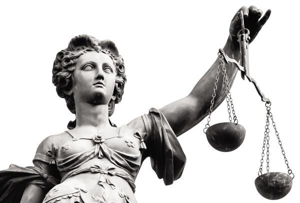 immagine statua giustizia